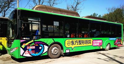 公交车广告:多元文化融合,走得最远最稳的户外广告!